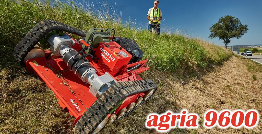 中年男性が傾斜の強い草地をラジコン式草刈機agria9600で草刈をしている様子。